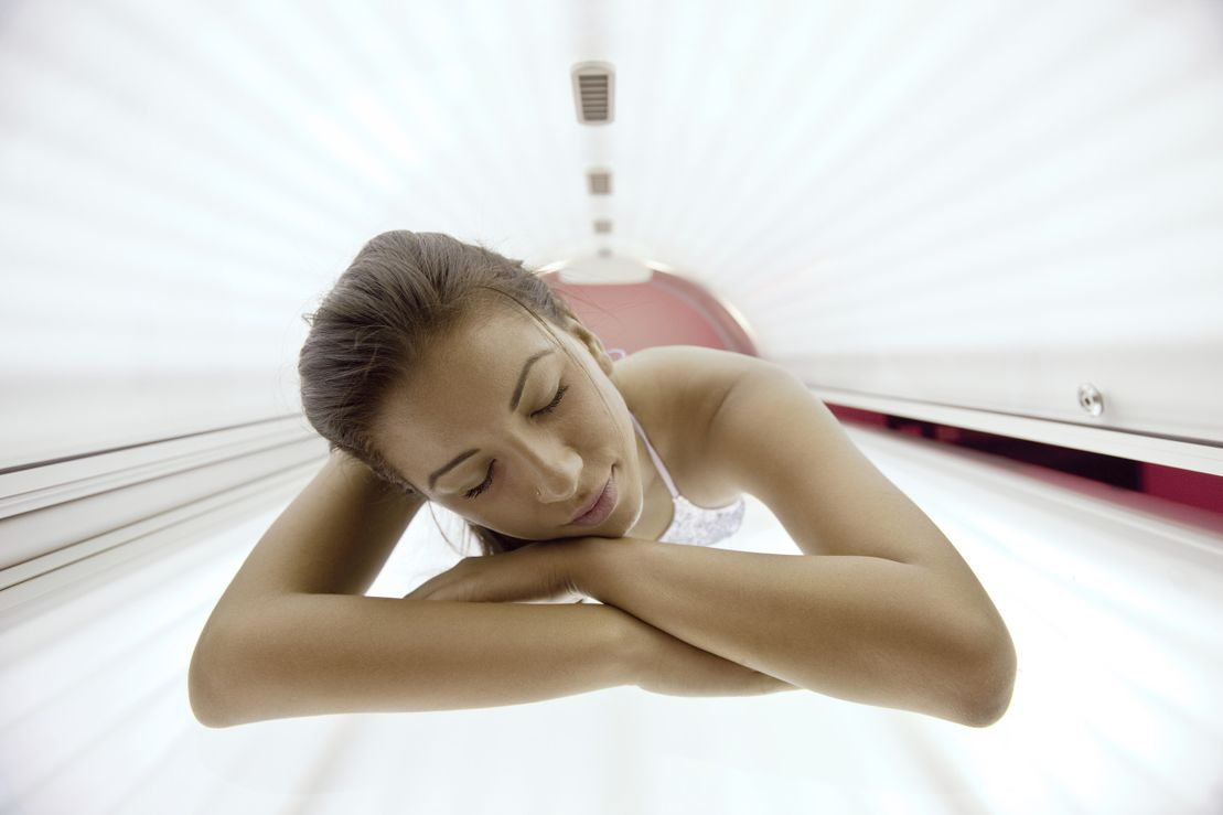woman using sunbed